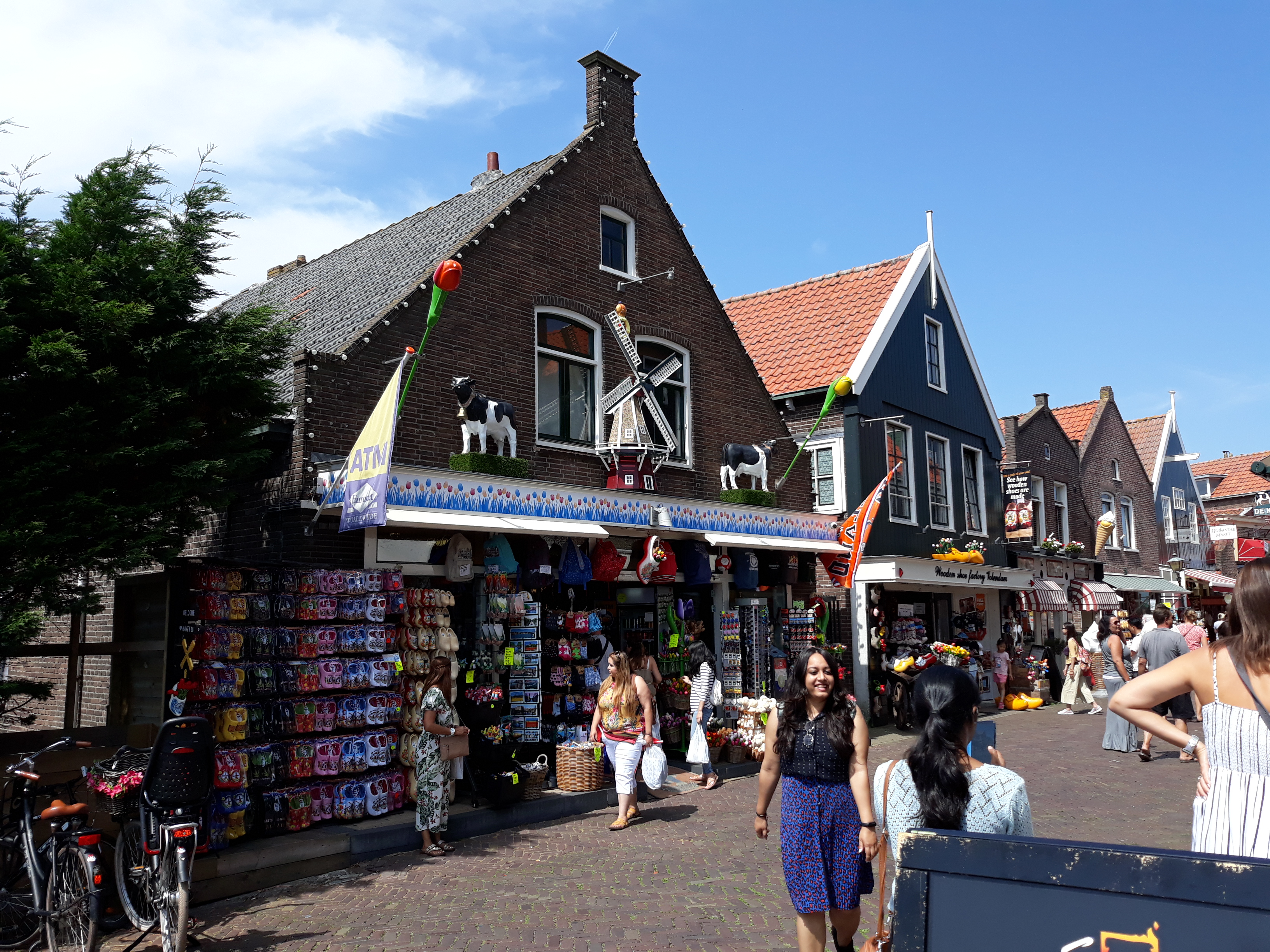 Choose-your-Tour-souvenirshop-volendam